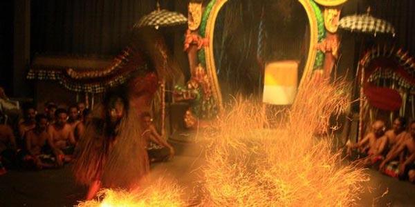 Tari Kecak Api Di Ubud