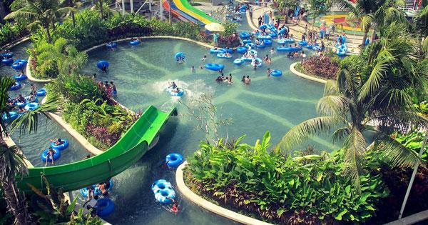 Kolam Renang Utama Circus Water Park Kuta