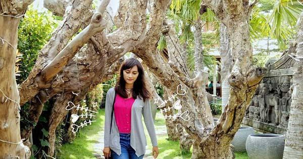 Batang Pohon Dengan Bentuk Menyilang