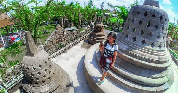 Miniatur Candi Borobudur Big Garden Corner
