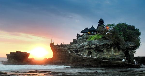 Daya Tarik Tanah Lot Bali