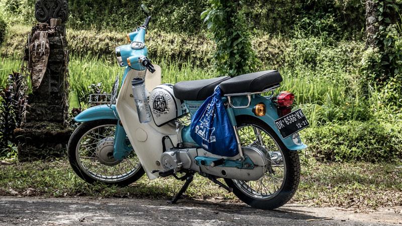 Menggunakan Sepeda Motor Liburan Ke Tempat Wisata Ubud Bali