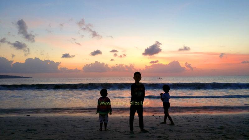 Liburan Ke Pantai Jimbaran Bali Dengan Anak-Anak