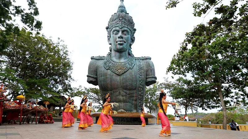 Pertunjukan Tari Bali Di Garuda Wisnu Kencana