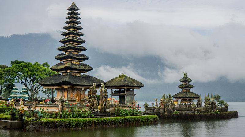 Pura Ulun Danu Di Tengah Danau Beratan Bedugul Bali