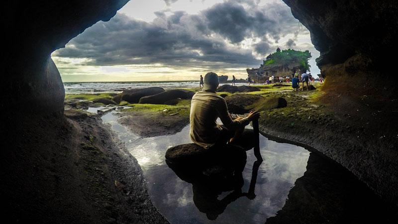 Pemandangan Di Pura Tanah Lot Bali Sore Hari