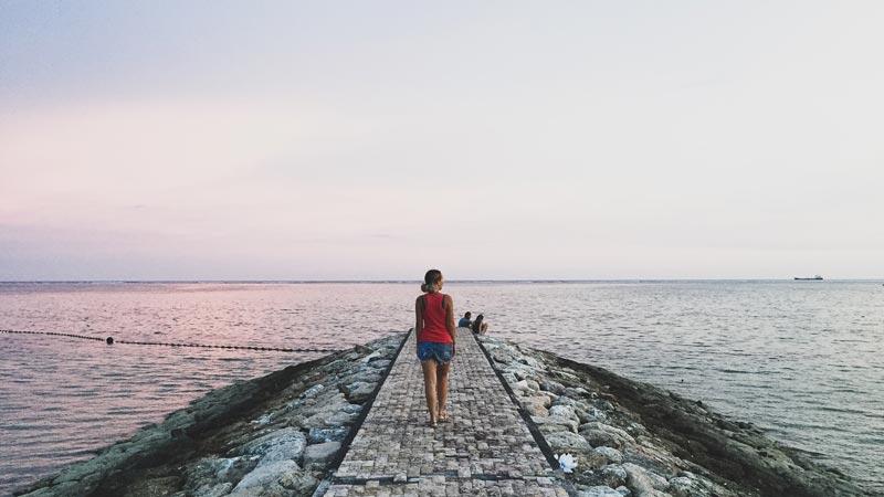 Berjalan-jalan Di Sepanjang Kawasan Pinggir Pantai Sanur - Tempat Wisata Sanur Bali