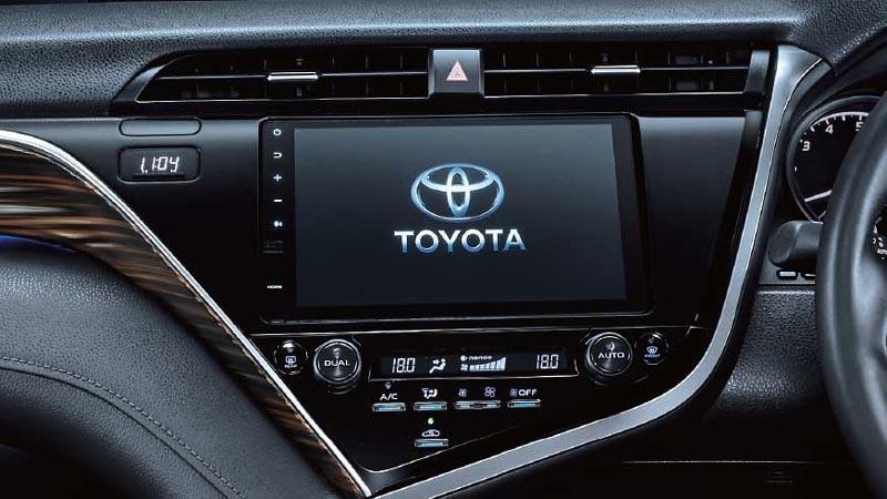 Fitur Infotainment Sedan Toyota Camry