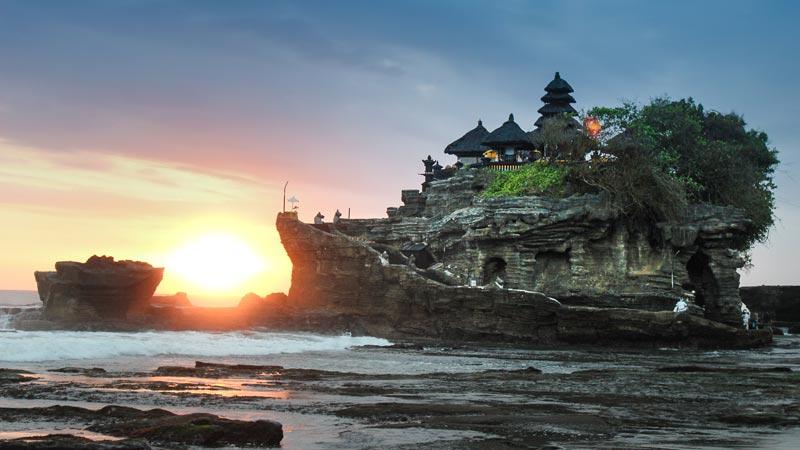 Keindahaan Sunset Pura Tanah Lot Bali