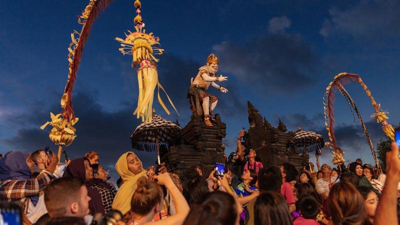 Kelebihan Pertunjukan Tari Kecak Uluwatu Bali