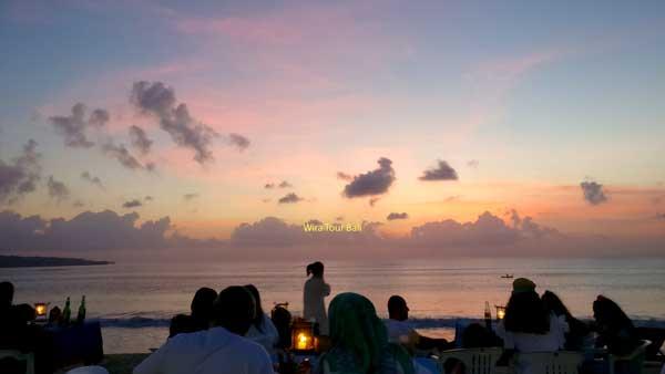 Pemandangan Sunset Indah Pantai Jimbaran Bali